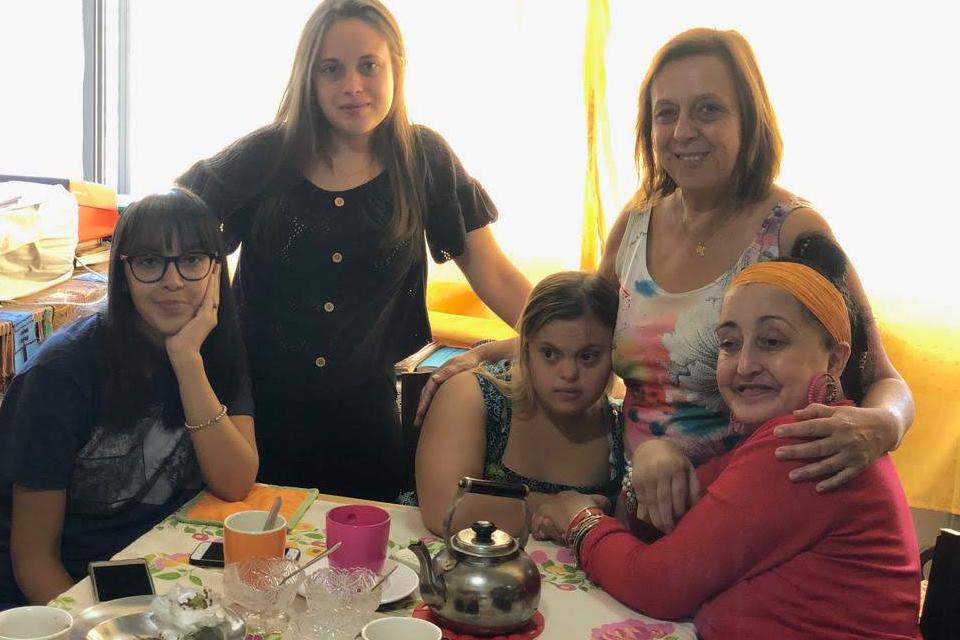 La madre de una joven con síndrome de Down que crea recursos para su aprendizaje escolar
