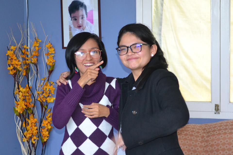 Con apoyo de familia y amigos una joven hipoacúsica hoy cursa su 1er año en la Universidad