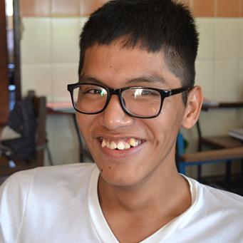 Un adolescente con discapacidad motora e intelectual leve que se supera día a día