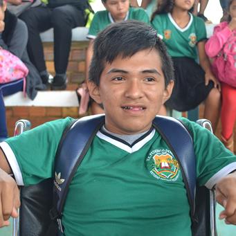 El joven con discapacidad múltiple que estuvo 6 años sin ir a la escuela y ahora sueña con ser abogado