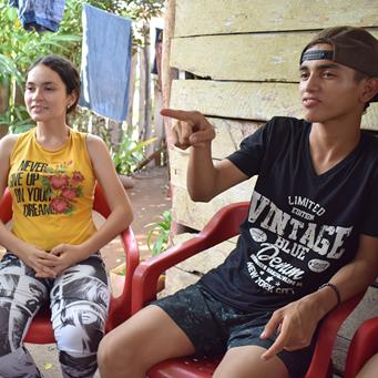 Hermanos con discapacidad auditiva que encontraron el motor de aprendizaje en el valor de la amistad