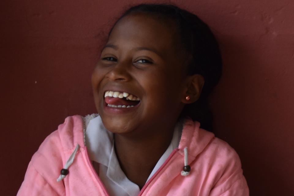 Un aula de clase de apoyo a cielo abierto y la líder comunitaria que cambia la vida del pueblo