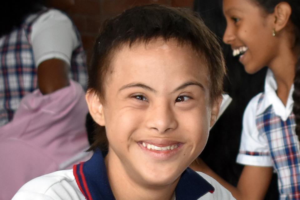 Pasos autónomos para un joven de 14 años con síndrome de Down que continúa en el sendero del aprendizaje