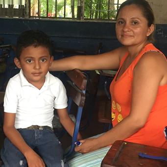 Un niño diagnosticado con ataxia cursa en una escuela regular por decisión propia
