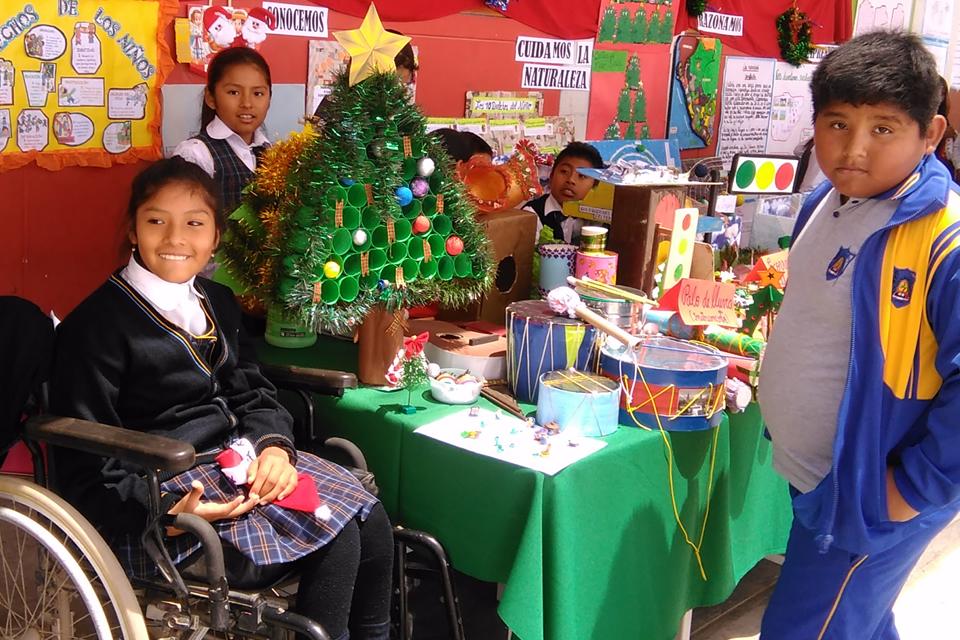 Una joven con un diagnóstico de parálisis cerebral estudia en un colegio regular apoyada por Cáritas Tacna