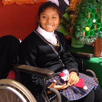 Una adolescente con parálisis cerebral estudia en un colegio regular con el apoyo de Cáritas Tacna